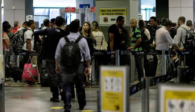 Movimento de embarque no aeroporto de Salvador nesta quarta-feira, 30 - Foto: Marco Aurélio Martins | Ag. A TARDE