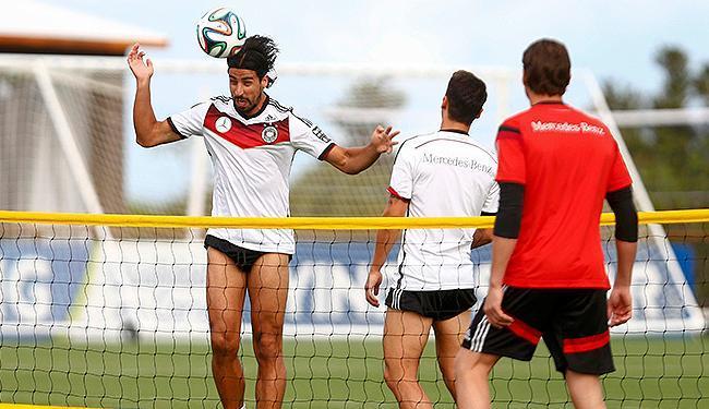 Jogadores alemães se divertiram antes do treino - Foto: Arnd Wiegmann l Reuters