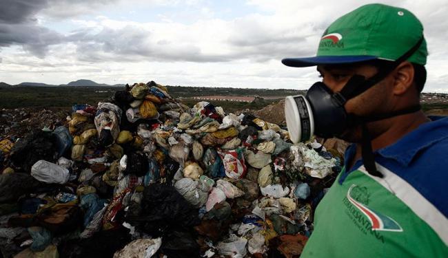 Aterro de Feira de Santana atende à norma e recebe mil toneladas por dia - Foto: Luiz Tito | Ag. A TARDE | 10.2.2014