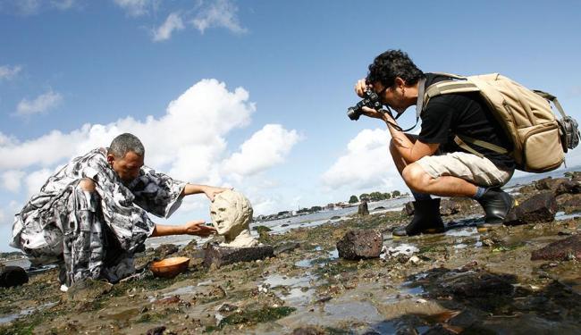 O artista visual Ayrson Heráclito e o fotógrafo Edgar Oliva promoveram o encontro artístico - Foto: Fernando Amorim | Ag. A TARDE | 26.07.2014