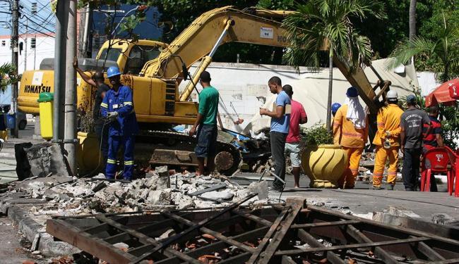 Barraca de Cira, famoso point de acarajé instalado no bairro, foi um dos estabelecimentos derrubados - Foto: Joá Souza | Ag. A TARDE