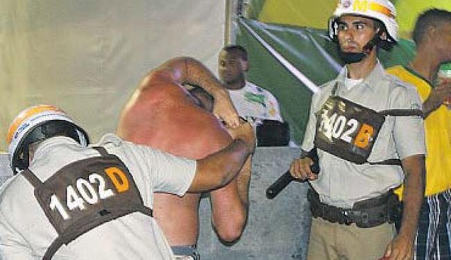 Derrota do Brasil causa confusão na Fifa Fan Fest do Farol da Barra - Foto: Victor Fonseca | Ag. A TARDE