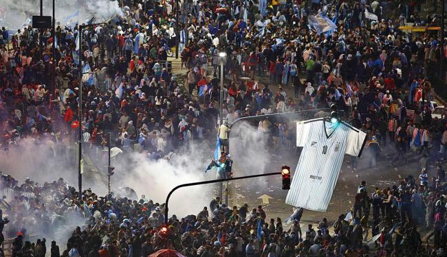 Centro de Buenos Aires virou palco de guerra após vitória da Alemanha na final da Copa - Foto: Ivan Alvarado | Agência Reuters