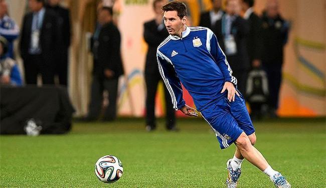 Messi domina a bola durante treino no Itaquerão - Foto: Dylan Martinez l Reuters