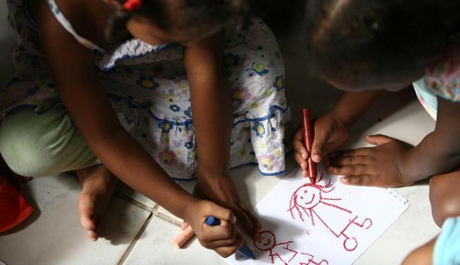 A criança só pode ser adotada legalmente se estiver no Cadastro Nacional de Adoção - Foto: Raul Spinassé   Ag. A TARDE   26.1.2012