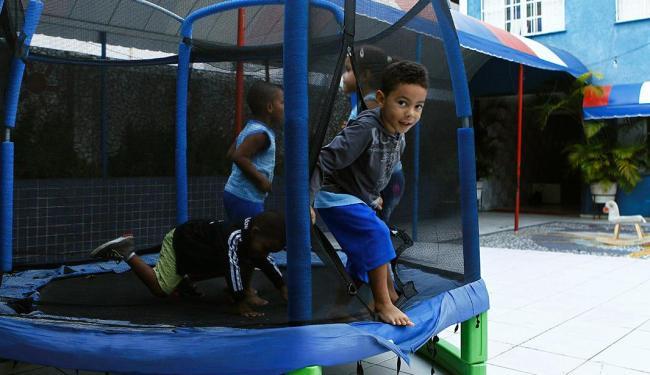 Estimativa da prefeitura é que o programa beneficie 53 mil crianças de zero a 5 anos - Foto: Eduardo Martins | Ag. A TARDE