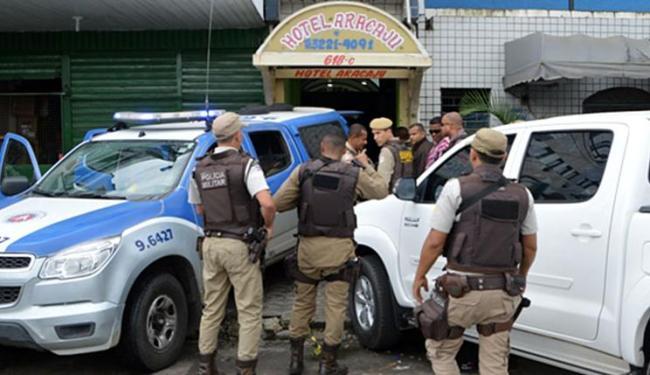 Policiais e acusado trocaram tiros no Hotel Aracaju, em Feira de Santana - Foto: Reprodução | Ed Santos | Site Acorda Cidade