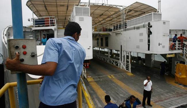 Embarcação Ivete Sangalo passa por inspeção para correção de falha - Foto: Raul Spinassé | Ag. A TARDE