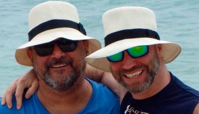 Cláudio vivia há 11 anos com jornalista inglês - Foto: Reprodução | Facebook