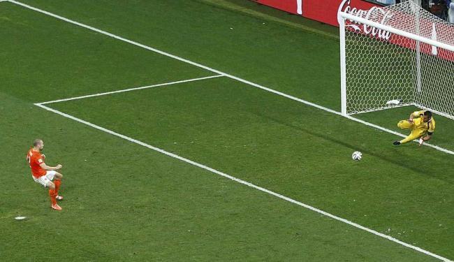 Goleiro Romero foi o herói da Argentina na semifinal contra a Holanda - Foto: Paulo Whitaker   Reuters