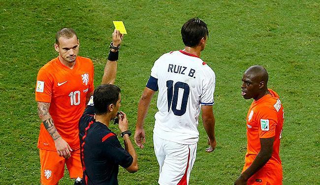 Número de cartões amarelos diminuiu neste Mundial em relação à Copa da África do Sul - Foto: Ruben Sprich l Reuters