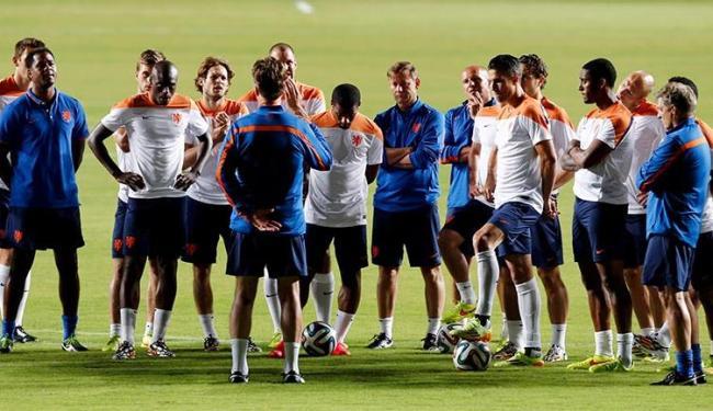 Seleção holandesa durente treino em Pituaçu - Foto: Marcos Brindicci l Reuters