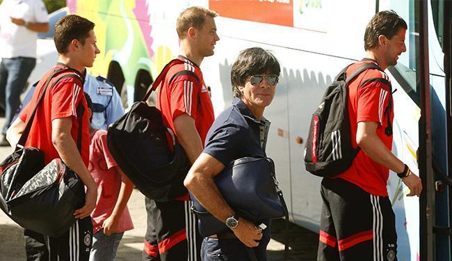 Treinador alemão (C) ressalta a qualidade dos jogadores reservas da Seleção Brasileira - Foto: Arnd Wiegmann l Reuters
