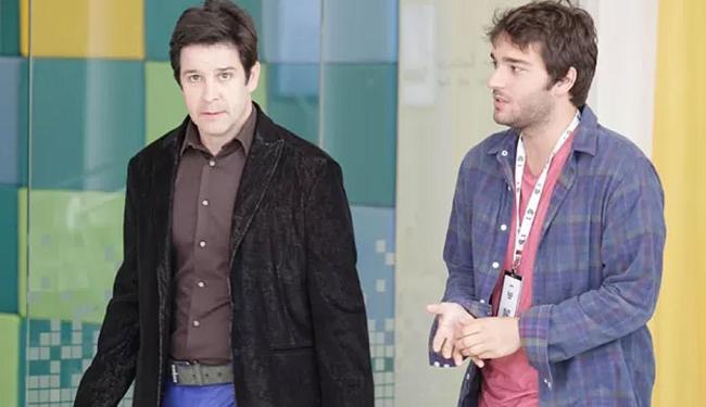 Davi inventa mentira e avisa a Jonas que Manu irá para São Francisco em seu lugar - Foto: Raphael Dias | TV Globo