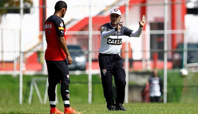 Jorginho orienta Marcinho durante atividade na Toca do Leão - Foto: Eduardo Martins | Ag. A TARDE