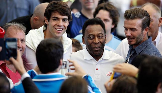 Kaká, Zico, Rei Pelé e David Beckham marcaram presença no Maracanã - Foto: Hassan Ammar | AP