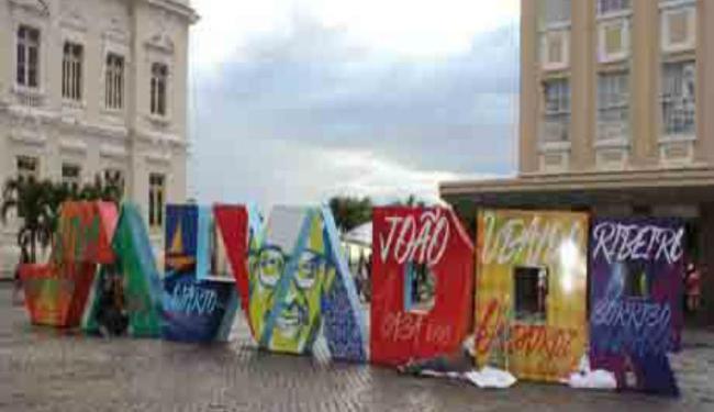 As principais obras do escritor estão no letreiro com o nome da capital - Foto: Divulgação | Prefeitura Salvador