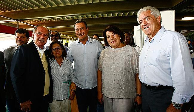 Adversários na disputa eleitoral Lídice da Mata (PSB) e Rui Costa (PT) abrem sorrisos - Foto: Margarida Neide   Ag. A TARDE