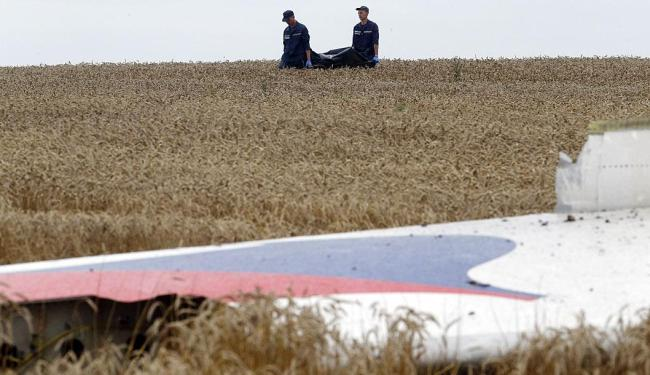 Equipes ainda retiram os corpos das vítimas - Foto: Agência Reuters