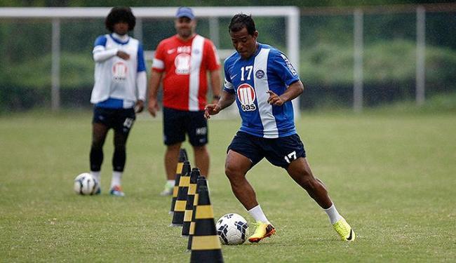 Meia Marcos Aurélio trabalha parte técnica - Foto: Raul Spinassé | Ag. A TARDE