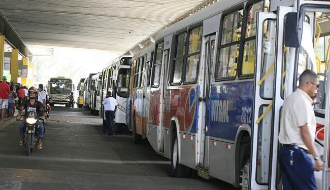 Coletivos na estação Pirajá. Sistema de transporte da capital é alvo de licitação - Foto: Joá Souza | Ag. A TARDE