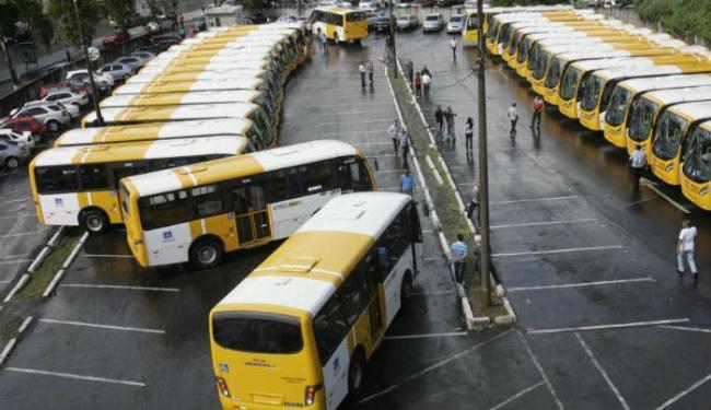 Novos ônibus serão adaptados para pessoas com deficiência ou dificuldade de locomoção - Foto: Marco Aurélio Martins   Ag. A TARDE