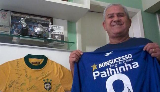 Ex-jogador mostra troféus e relíquias em sua casa - Foto: Daniel Dórea   Ag. A TARDE