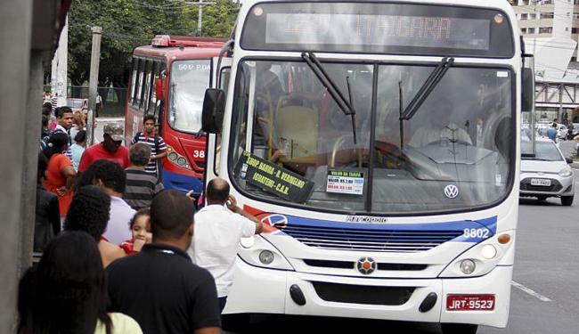 Hoje é possível circular em dois ônibus pagando uma tarifa no período de duas horas - Foto: Joá Souza | Ag. A TARDE