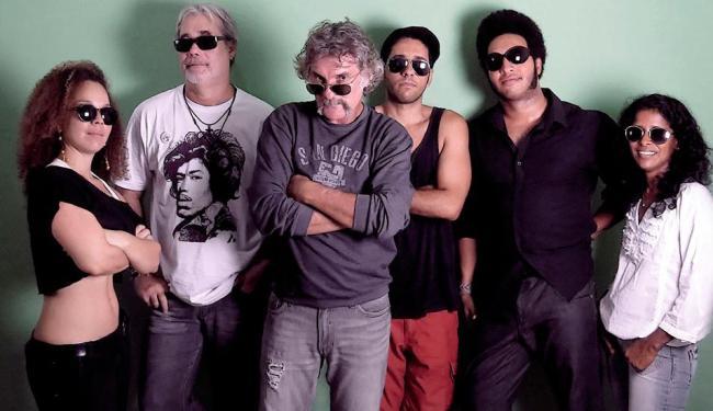 À frente, o Professor Doidão e seu bigodão - Foto: Dan Borges | Divulgação