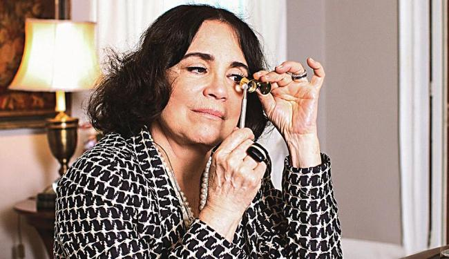 Regina Duarte interpreta uma negociante de joias na novela Império - Foto: Camila Camacho | TV Globo | Divulgação