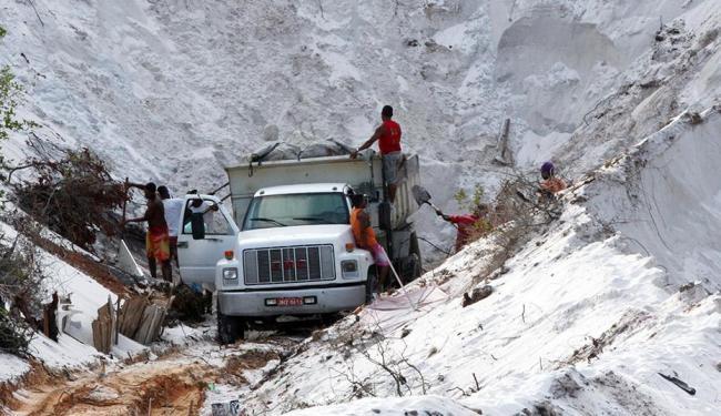 Retirada de mineral em Jauá foi denunciada por A TARDE em março e abril - Foto: Lúcio Távora   Ag. A TARDE   7.3.2014