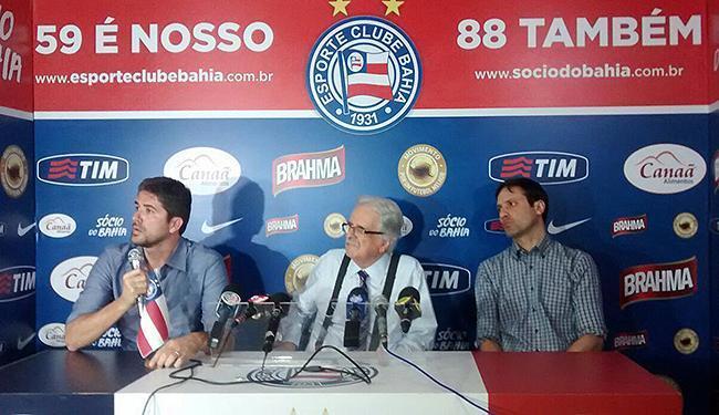 Rodrigo Pastana (E), o presidente Fernando Schmidt (C) e Marcus Vinícius Lima na apresentação - Foto: Ricardo Palmeira l Ag. A TARDE
