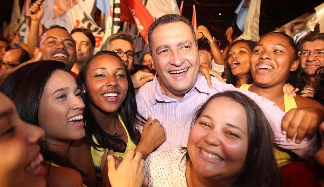 Rui Costa durante inauguração do seu comitê de campanha na avenida Tancredo Neves - Foto: Lúcio Távora | Ag. A TARDE