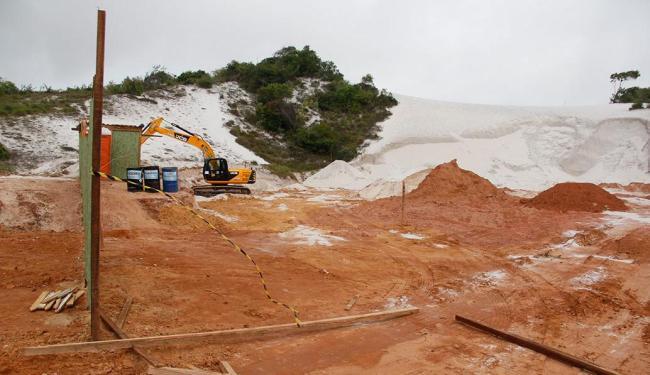 Edificação de posto de combustíveis invadiu dunas em Stella Maris - Foto: Joá Souza | Ag. A TARDE