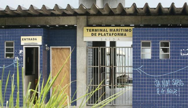 Em protesto, marinheiros fecharam o terminal marítimo de Plataforma - Foto: Mila Cordeiro | Ag. A TARDE