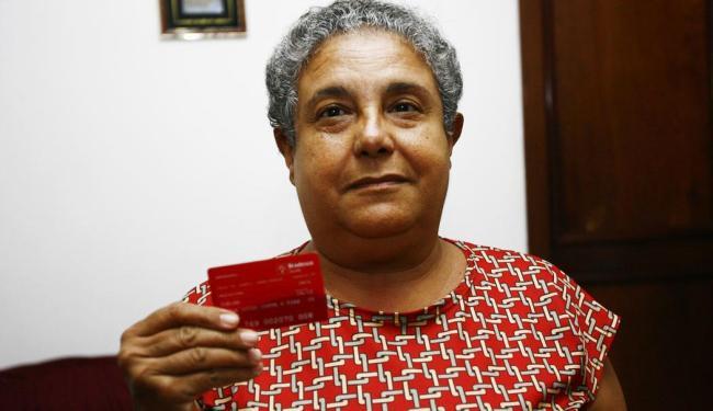 A aposentada Maria Luiza Dias paga R$ 700 pelo plano, mas ficou sem atendimento - Foto: Margarida Neide   Ag. A TARDE