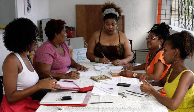 Valdecir Nascimento se reuniu, neste sábado, com companheiras para organizar marcha - Foto: Marco Aurélio Martins   Ag. A TARDE