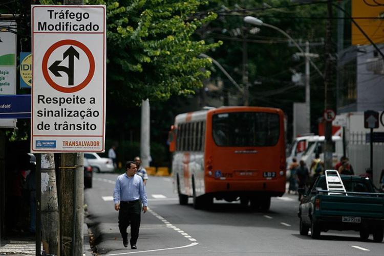 Ônibus com destino a Barra vão rodar até as 2 horas de quarta - Foto: Raul Spinassé | Ag. A TARDE