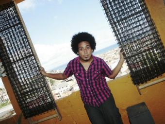 Músico Irmão Carlos, idealizador do Espaço Cultural Dona Neuza e do projeto Ponto Sonoro - Foto: Mila Cordeiro  Ag. A TARDE