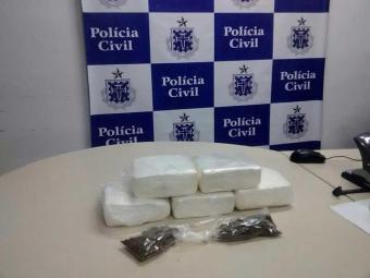 Foram apreendidos cinco tabletes de cocaína, pesando aproximadamente 6 quilos - Foto: Divulgação | ASCOM Polícia Civil