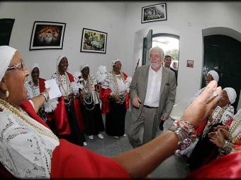 O governador Jaques Wagner foi recebido por 19 mulheres integrantes da Irmandade - Foto: Manu Dias/GOVBA