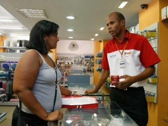 De janeiro a junho, as lojas mais demitiram do que contrataram - Foto: João Alvarez|AG. A TARDE Data: 18.11.09