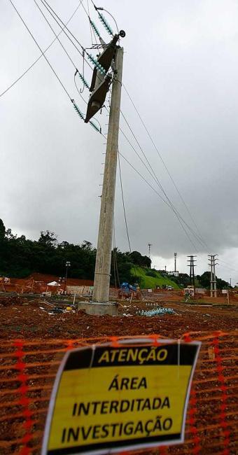 Operário morreu vítima de uma descarga elétrica após o poste partir - Foto: Joá Souza| Ag. A TARDE