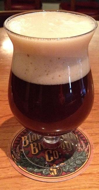 A Dark Strong Ale é um dos tipos de cervejas para beber no frio - Foto: Divulgação