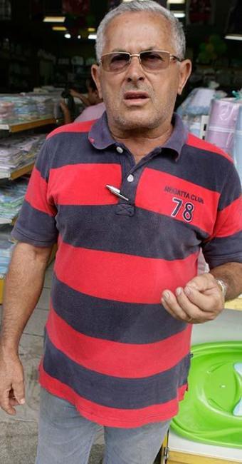 Fernando Lopes de Cerqueira reclama da poeira proveniente das obras de revitalização que ja duram ma - Foto: Marco Aurélio Martins | Ag. A TARDE