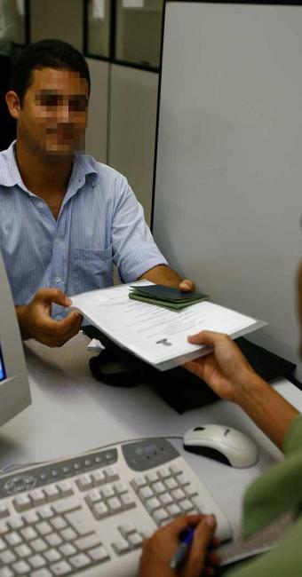 Os candidatos interessados devem apresentar as documentações exigidas - Foto: Fernando Amorim| Ag. A TARDE