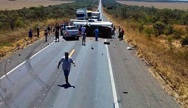 Avião viajava em um reboque que destrelou e atingiu a carreta - Foto: Blog do Braga | Reprodução