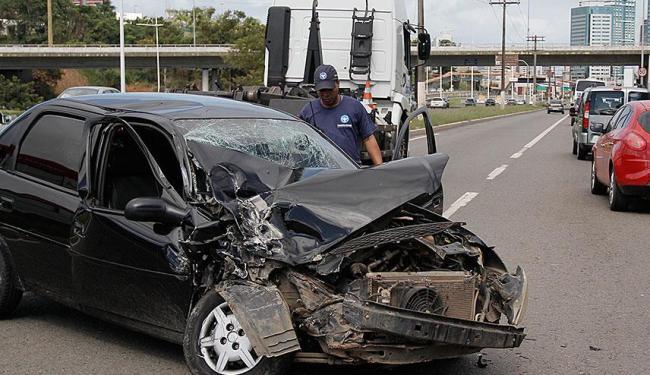 Acidente aconteceu próximo à entrada da Luís Eduardo Magalhães - Foto: Joá Souza | Ag. A TARDE
