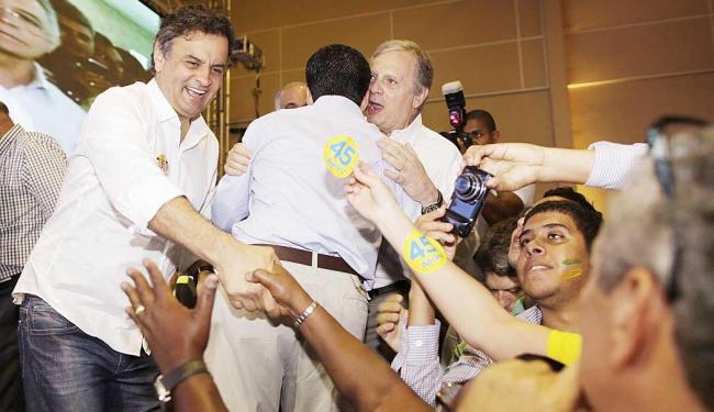 Candidato tucano veio a Salvador com lideranças do PSDB, como Tasso Jereissati - Foto: Igo Estrela | Divulgação Coligação Muda Brasil