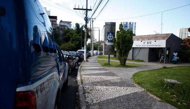A paralisação atinge a 1ª Delegacia Territorial dos Barris e outras unidades no estado - Foto: Edilson Lima | Ag. A TARDE